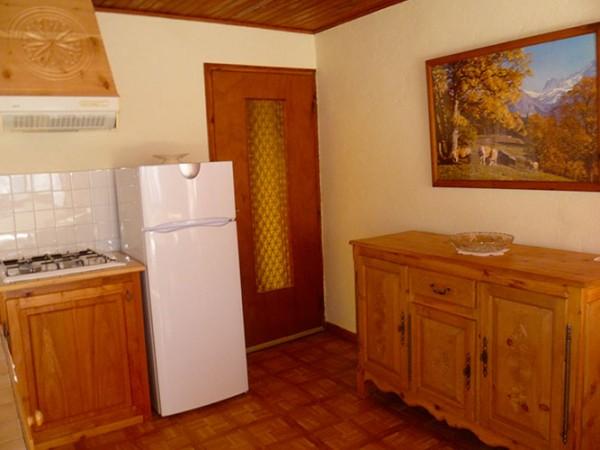 appartement-les-narcisses-saint-veran-4-personnes-coin-cuisine
